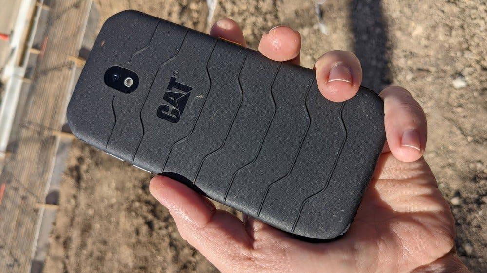 گوشی CAT S42 یک گوشی ارزان است