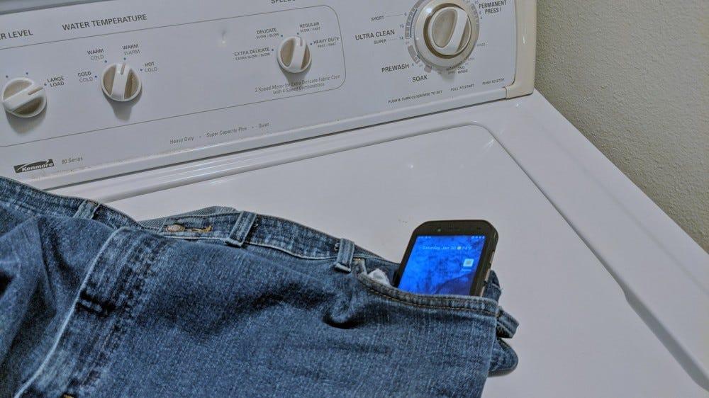 انجام تست گوشی CAT S42 در لباسشویی