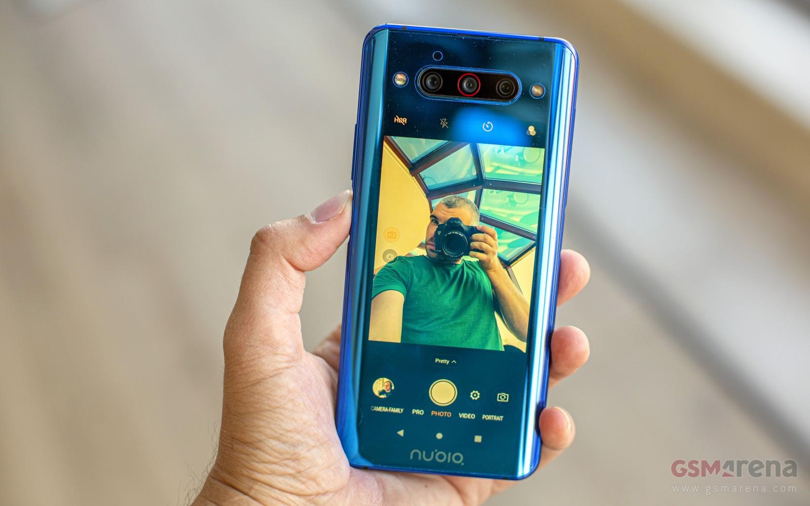 تصویر گوشی nubia Z30 دوربین جلو زیر نمایشگر را نشان میدهد