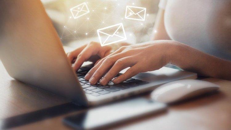 نوشتن ایمیلهای کاری