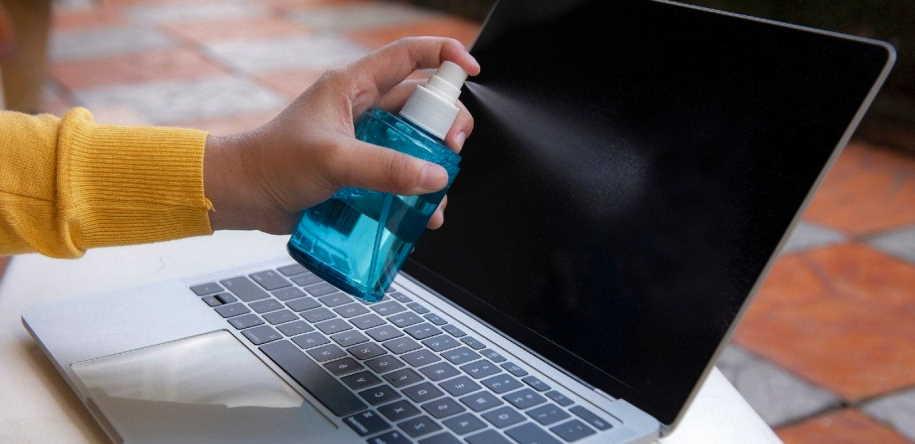 ضدعفونی کننده بروی لپ تاپ