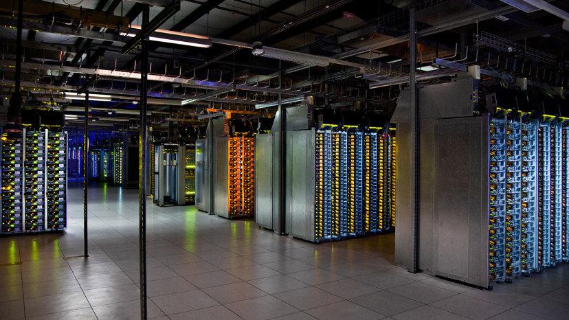 گوگل در سطح جهان چندین فارم دارد که سرویس های مختلف از جمله جستجو و ذخیره اطلاعات را در اختیار کاربران سطح جهان قرار میدهند