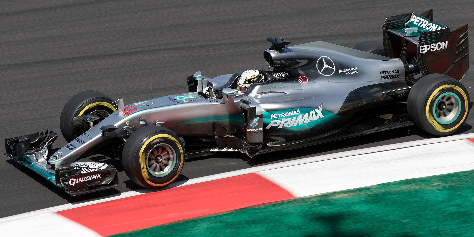 Lewis Hamilton 2016 Malaysia FP2 1