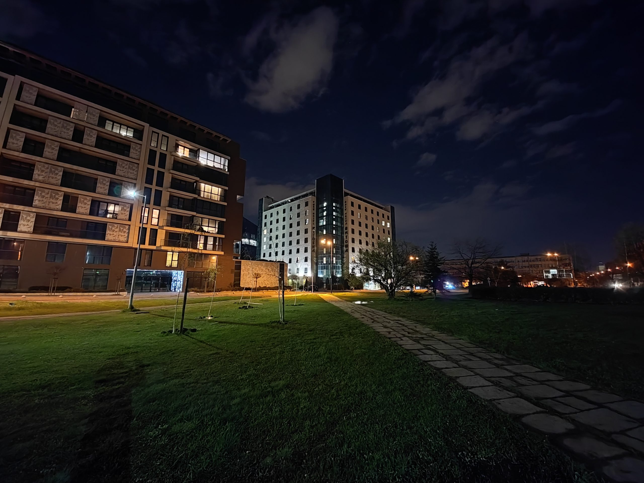 دوربین فوق عریض می 11 اولترا در شب با نایت مد scaled