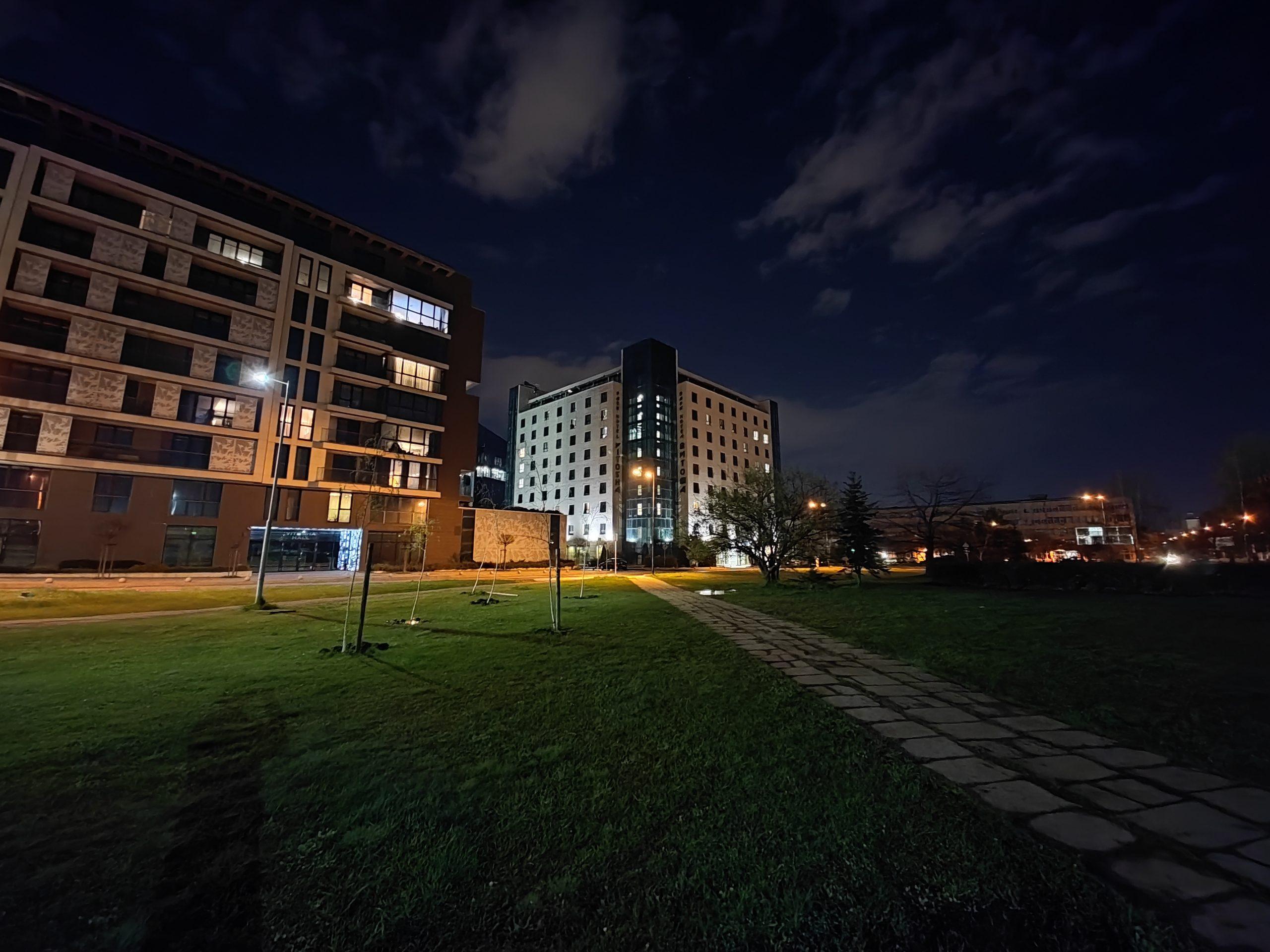 دوربین فوق عریض می 11 اولترا در شب scaled