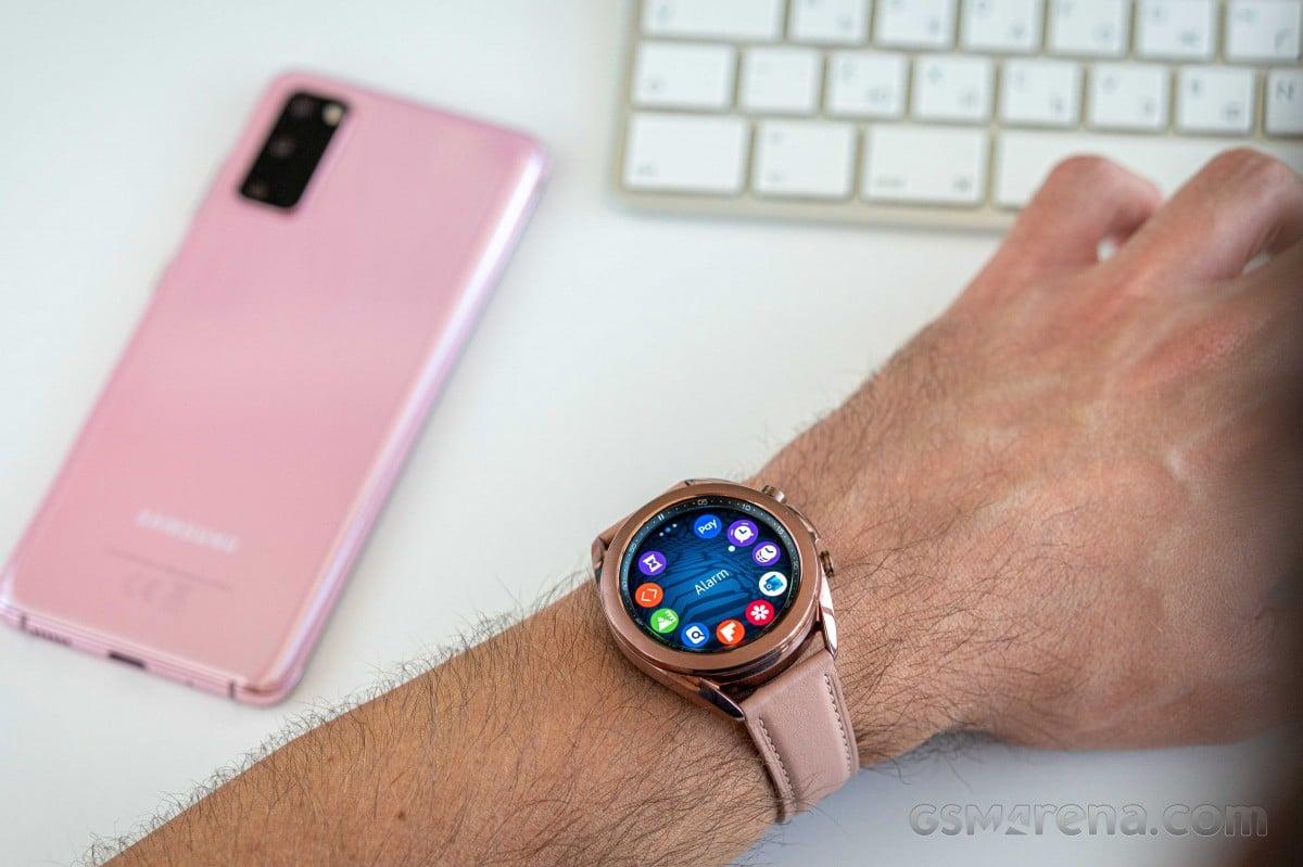 سامسونگ ساعتهای هوشمند جدید خود را نیز بدون آداپتور شارژ عرضه خواهد کرد
