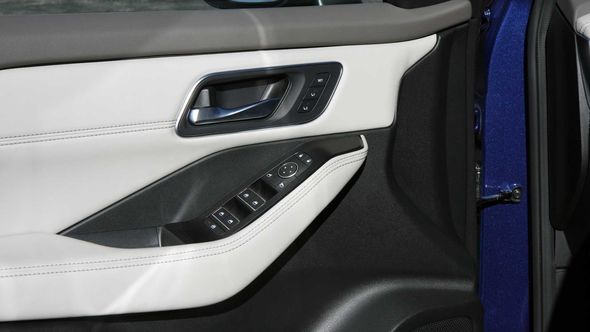 2021 nissan rogue sl interior door panel