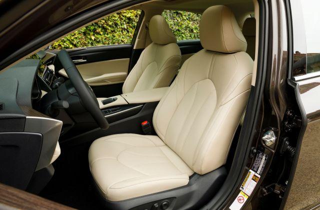 2021 Toyota Avalon Hybrid XLE 05