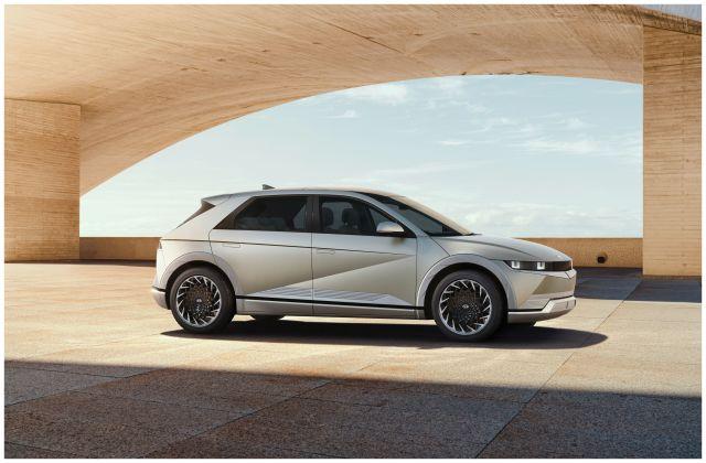 4 2022 Hyundai Ioniq 1