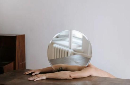 15 ایده فوق العاده برای عکس برداری در خانه: از در و دیوار بالا بروید!