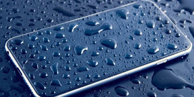 درگاه USB تلفن همراه که خیس شد، چه کار کنیم؟ 6 راه مطمئن