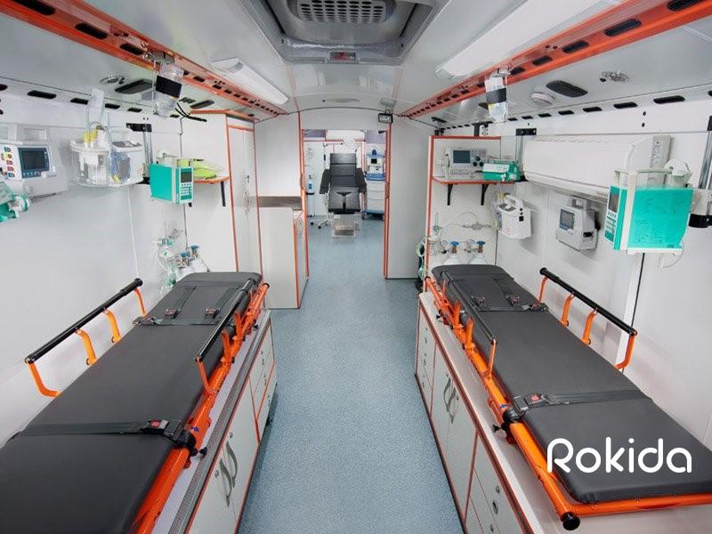 اتوبوس آمبولانس داخلی