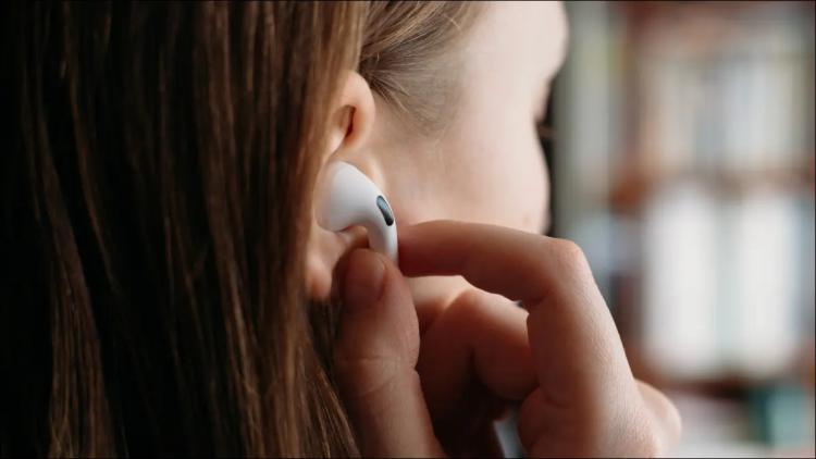 ایرپاد شما هم از گوشتان میافتد؟ این راهکارها را امتحان کنید