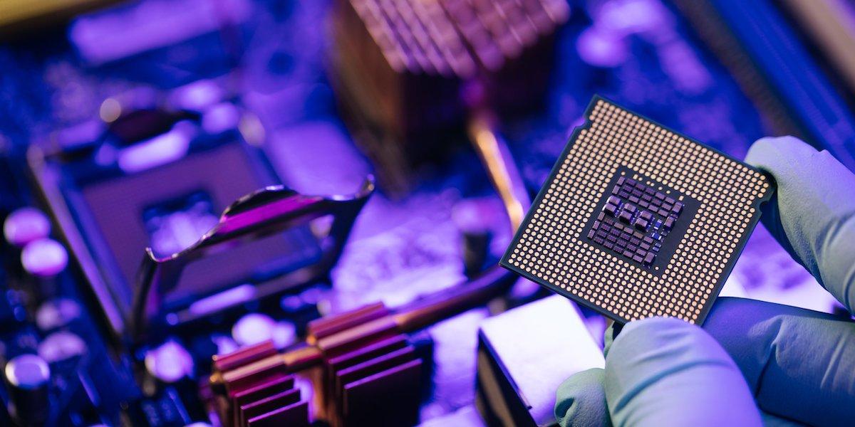قدرتمندترین نسخه اینتل کور i9 لو رفت! همراه با سریعترین حافظه رم