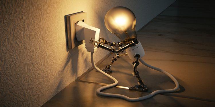چطور هزینه برق را کاهش دهیم؟ 8 راه و تفاوت ایران