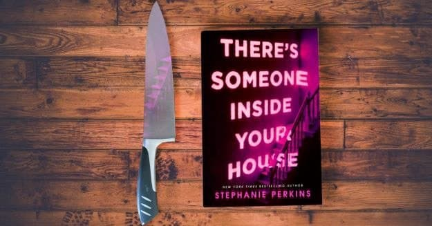 معرفی فیلم شخصی درون خانه شماست 2021 There's Someone Inside Your House